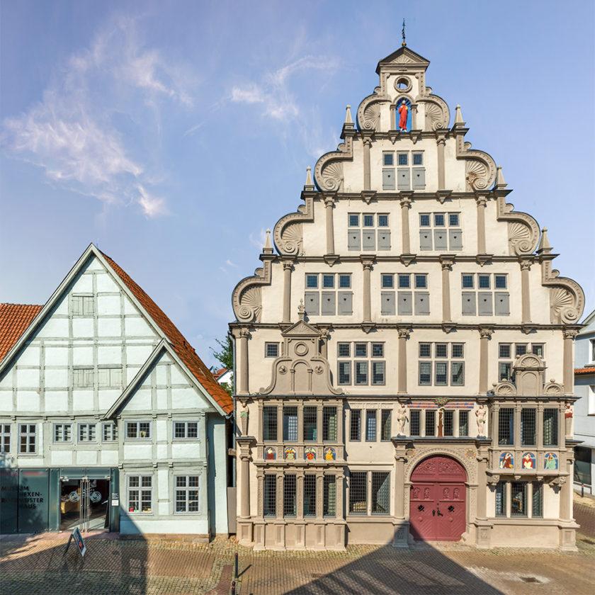 https://museen-lemgo.de/hexenbuergermeisterhaus/wp-content/uploads/sites/3/2018/06/hexenbuergermeisterhaus-00-840x840.jpg